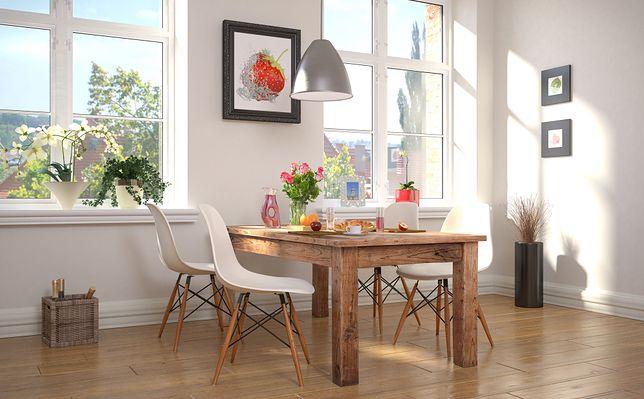 Stół rozkładany – dlaczego sprawdzi się w małym mieszkaniu?
