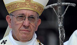 """Kościelne cenniki, """"uczennice szatana"""" w parafiach, gender i uchodźcy - o tym papież rozmawiał z polskimi biskupami"""