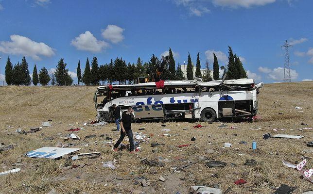 Turcja. Wypadek autobusu na autostradzie. Wiele ofiar śmiertelnych