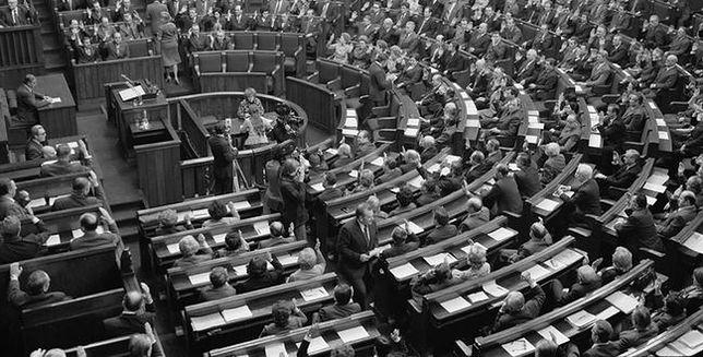 1976 - w Konstytucji PRL pojawia się zapis o przyjaźni z ZSRR