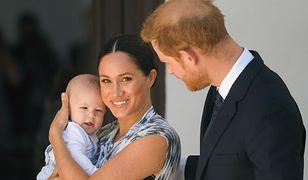 Meghan i Harry mają problem z dzieckiem? Archie zaczął chodzić na terapię