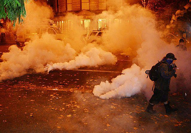 """""""Manifestacje organizują profesjonalni demonstranci"""""""