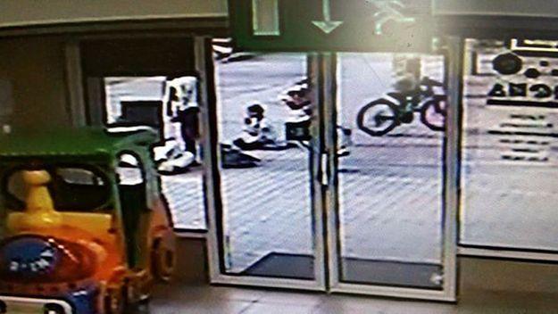 Policja z Jelcza-Laskowic poszukuje chłopca, który potrącił rowerem kobietę