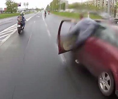 Kierowca passata kontra 8 motocyklistów