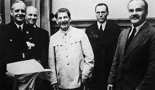 """Rosjanie przedstawiają """"domniemanie"""", że Polska zawarła tajny pakt z Hitlerem"""