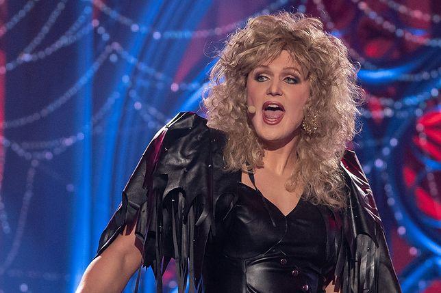"""Karol Dziuba przeistoczył się w Bonnie Tyler w hicie """"If You Were A Woman (And I Was A Man)"""""""