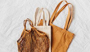 Jak czyścić płócienną torbę na zakupy? Zrób to właściwie, żeby pozbyć się bakterii z materiału