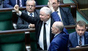 Jarosław Kaczyński traktuje obniżki wynagrodzeń polityków jako drogę do marginalizacji samorządu