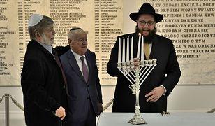 Uroczystość zapalenia lampy chanukowej w polskim Sejmie. Fotografia z 2015 roku