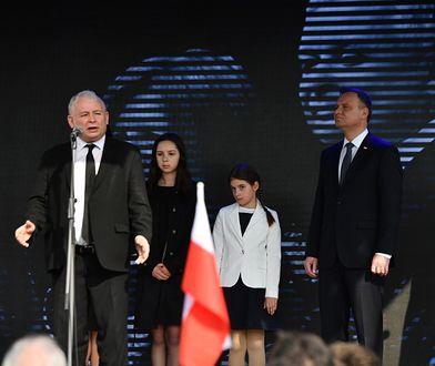 Jarosław Kaczyński po odsłonięciu pomnika ofiar katastrofy smoleńskiej przemówił na placu Piłsudskiego.