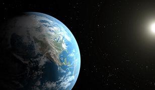 Ziemia z widocznym Słońcem w oddali