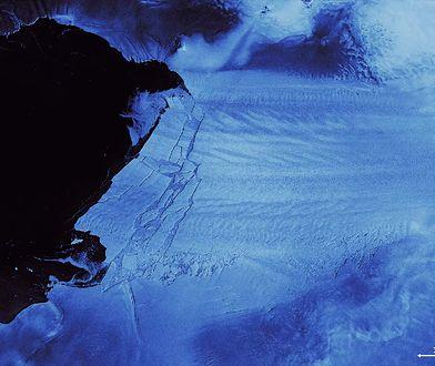 Antarktyda. Góra lodowa oderwała się od Pine Island. Zobacz niesamowite zdjęcia satelitarne