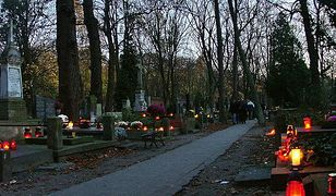 Darmowe groby dla Honorowych Obywateli Warszawy i dla odznaczonych orderami