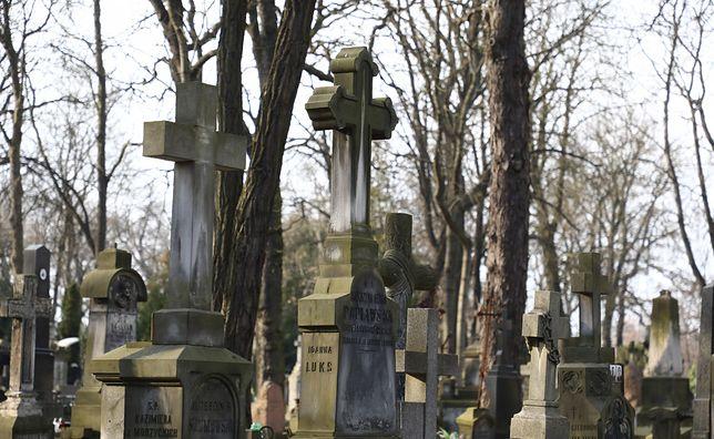 Koronawirus w Warszawie. Stołeczne nekropolie będą zamknięte do 11 kwietnia