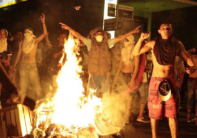 Paragwaj: wdarli się do parlamentu, a potem go podpalili