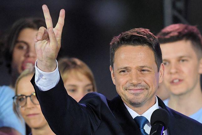Wybory prezydenckie 2020 - wyniki wyborów. Rafał Trzaskowski podczas wieczoru wyborczego po zakończeniu drugiej tury głosowania.