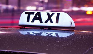 Taksówkarz uderzył dziewczynę w twarz i zaczął ją kopać.