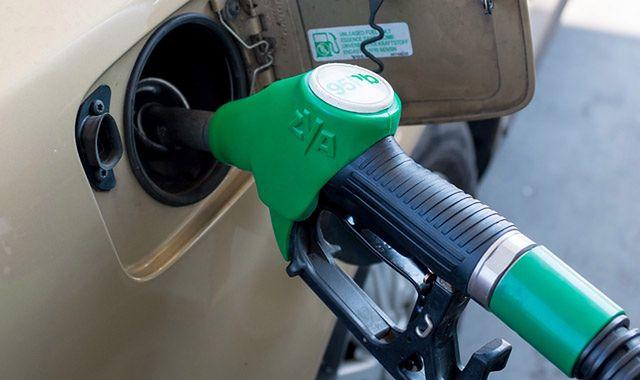Ceny paliw na stacjach powinny spadać
