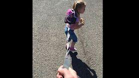 Ojciec wyprowadził 3-letnie dziecko na smyczy! Wywołał lawinę komentarzy