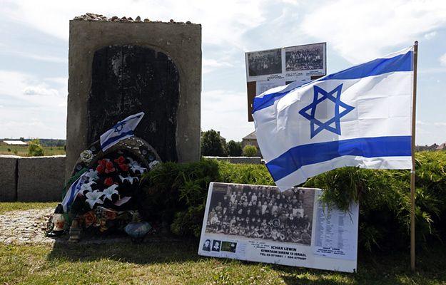 Zdjęcie archiwalne z obchodów 71. rocznicy mordu Żydów w Jedwabnem