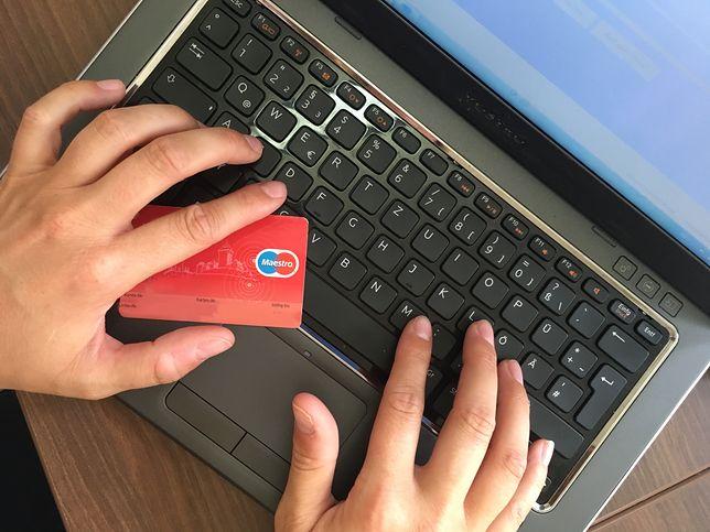 Policja niedawno ostrzegała przed nowym oszustwem w sieci: na 1 euro.