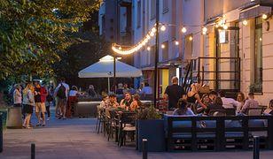 Warszawa. Kawiarnie i restauracje przy ul. Francuskiej na Saskiej Kępie