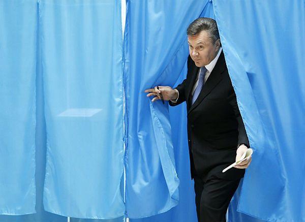 Ołeksandr Turczynow: Wiktor Janukowycz próbował zbiec do Rosji, jest w Doniecku
