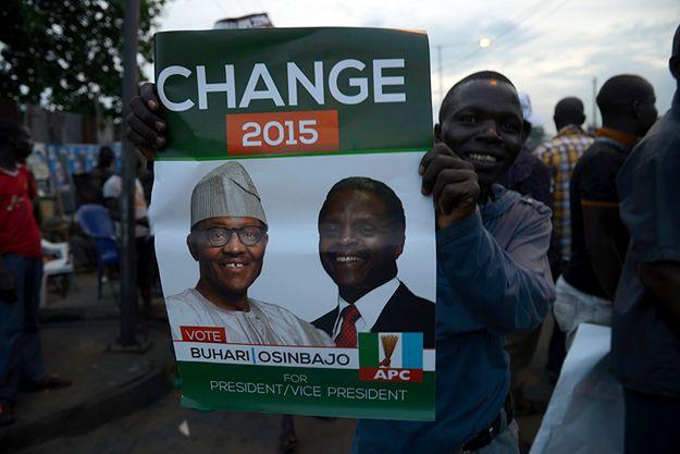 Nigeryjczyk świętuje zwycięstwo Buhariego