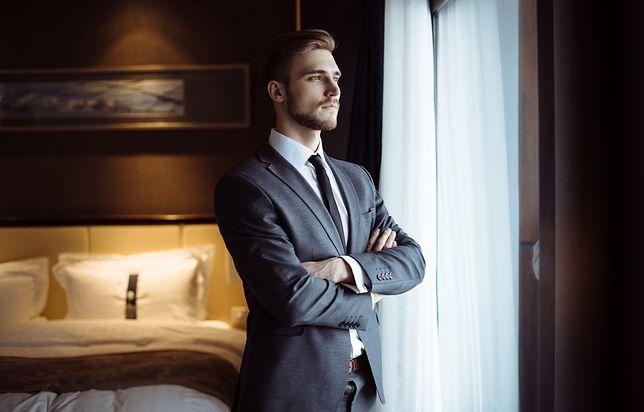 Dobrze dopasowany garnitur to wizytówka zadbanego mężczyzny