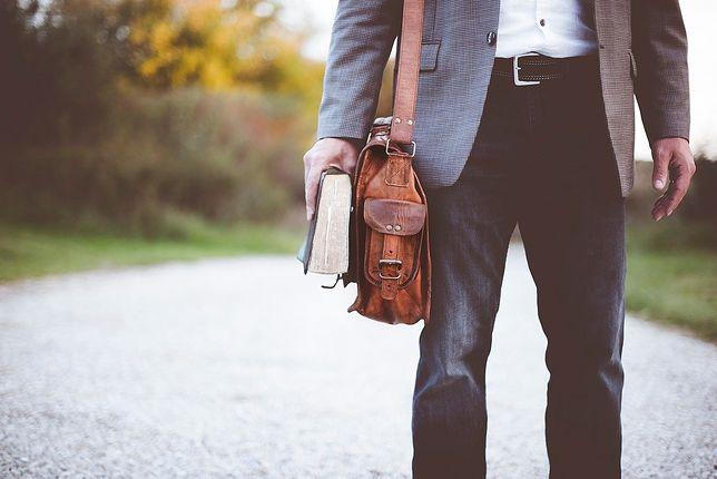 Elegancka torba doskonale dopasuje się do oficjalnego i półoficjalnego stroju