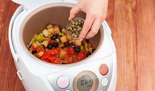 Zastąpi połowę kuchennych gadżetów. Multicooker do nowoczesnej kuchni