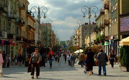 Brak łazienki, lodówki czy pralki. Z takimi problemami borykają się polskie rodziny