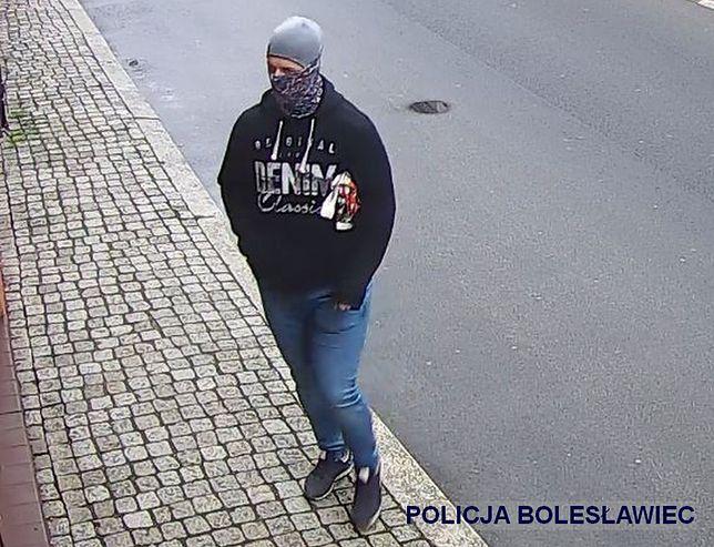 Bolesławiec. Napad na jubilera. Policjanci szukają sprawcy [wideo]