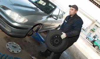 Ile rocznie wydajemy na samochód? Nawet połowę jego wartości!