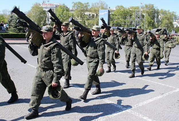 Rosyjscy żołnierze w Sewastopolu, maj 2014 r.