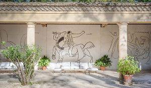 Niezwykły dom na sprzedaż: 7 sypialni, 8 łazienek i kilka rysunków Picassa