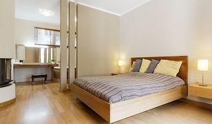Najbardziej sprawdza się połączenie sypialni ze strefą pielęgnacyjno-kąpielową, która służy wyłącznie higienie i odpoczynkowi