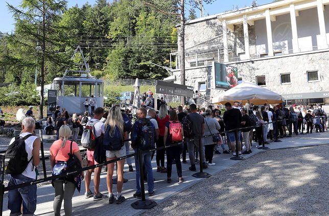 Kolejka oczekujących do kolejki na Kasprowy Wierch - zdjęcie z 12 września br.