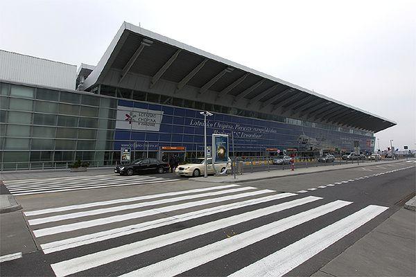 Mgła utrudniała ruch samolotów na warszawskim lotnisku Chopina