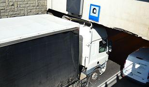 Ciężarówka zablokowała wjazd do tunelu w Alejach Jerozolimskich