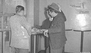 Warszawskie bary i kawiarnie dawniej [ZDJĘCIA]