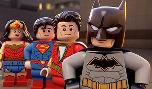 LEGO® DC SHAZAM! CZARY MARY I POTWORY. Nowa przygoda z superbohaterami DC Comics w świecie LEGO® na DVD już od 28 maja