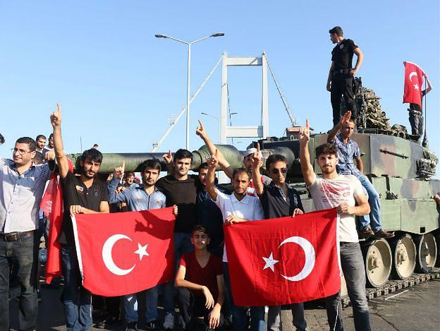 Turcja: proces 270 oskarżonych o udział w puczu. Grozi im dożywocie