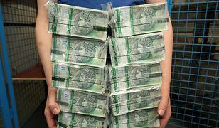 Tak wygląda milion złotych w gotówce. Szefowie PKP PLK rozdali 19 takich pakunków.