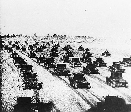 Sowieci miażdżyli schwytanych czołgami