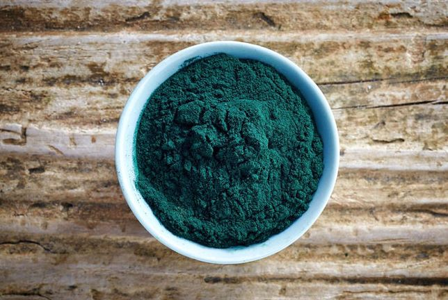 W algach, takich jak spirulina, znajdziemy nie tylko cenne pierwiatski