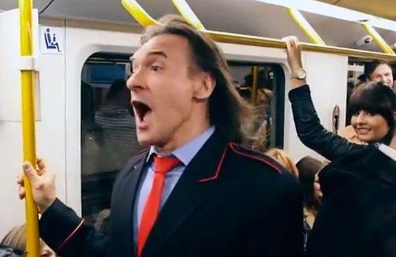 Warszawscy artyści w metrze [WIDEO]