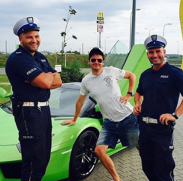 Policjanci zrobili sobie zdjęcie z Kubą Wojewódzkim. Teraz będą mieć kłopoty?