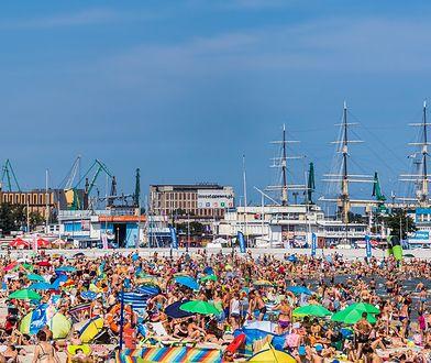 Miejska plaża w Gdyni w sezonie pęka w szwach