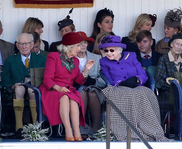Królowa jest zawsze bacznie obserwowana przez ochroniarzy